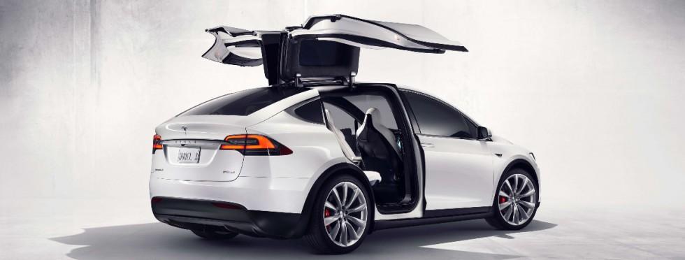 Tesla-Model-X-Falcon